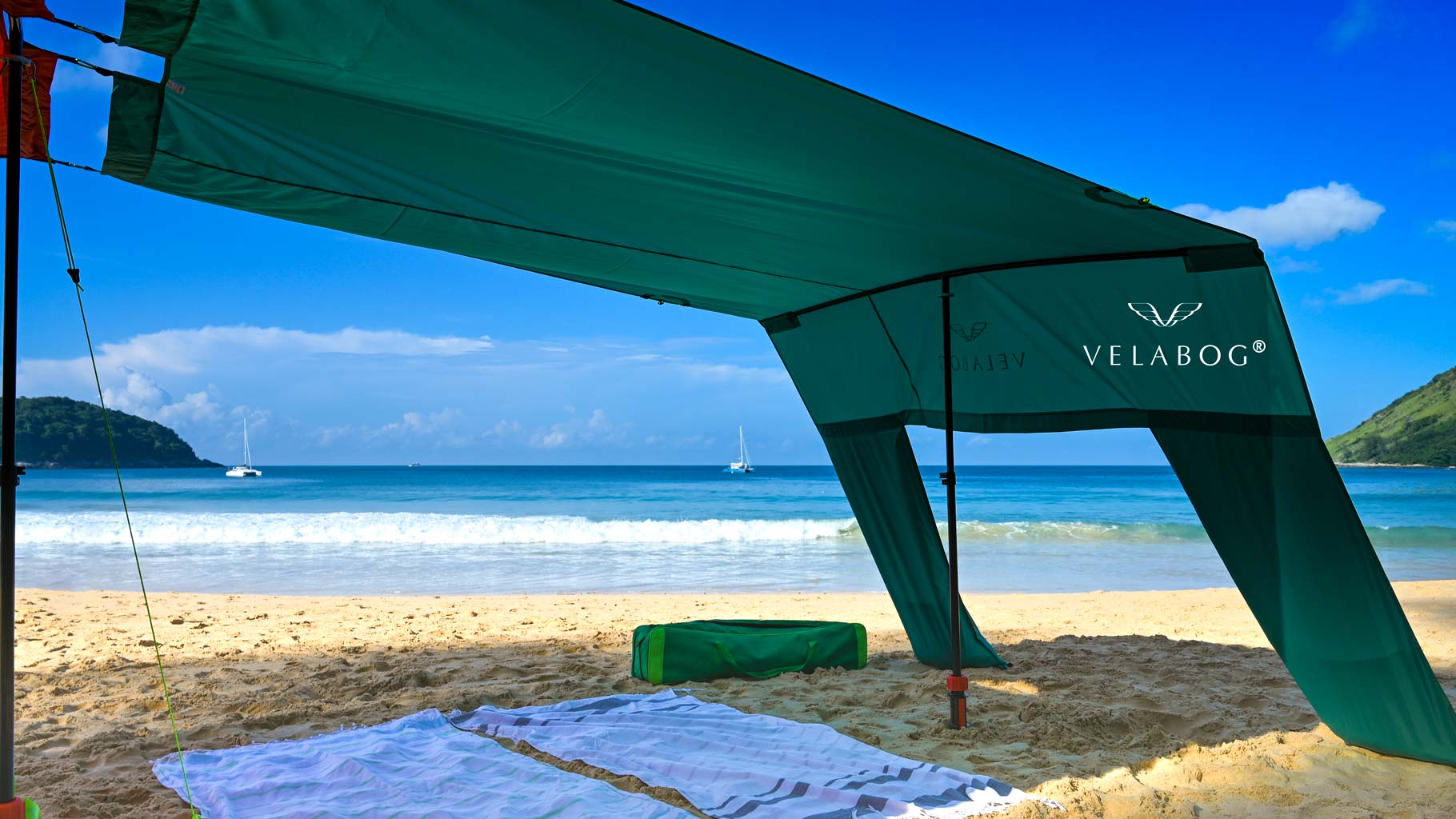 Velabog sun sails «Breeze» green in combination with a second sun sail on the beach. Combination with the help of an extension set to create a giant beach tent with plenty of shadow for the whole family and friends.