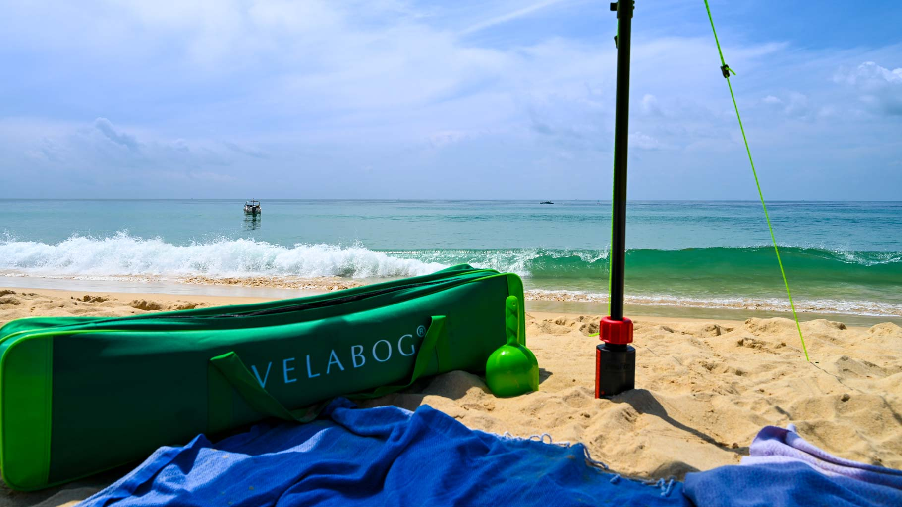 Spacious and robust green Velabog beach bag for the transport of sun sail «Breeze» and much more, e.g. Beach towels etc.